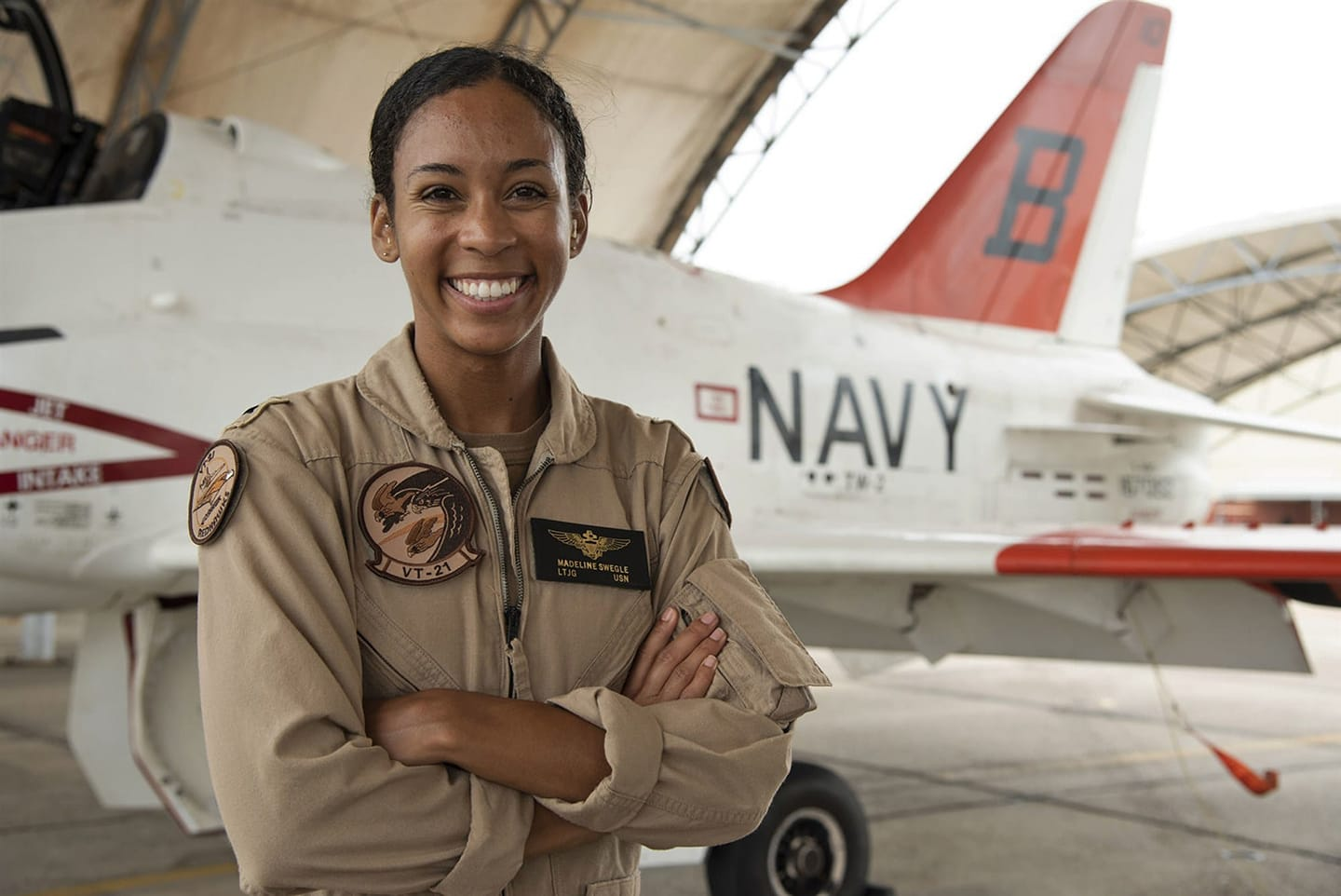 female pilot navy