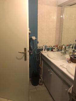 Salle_de_bains_avant_rénovation_douche_à