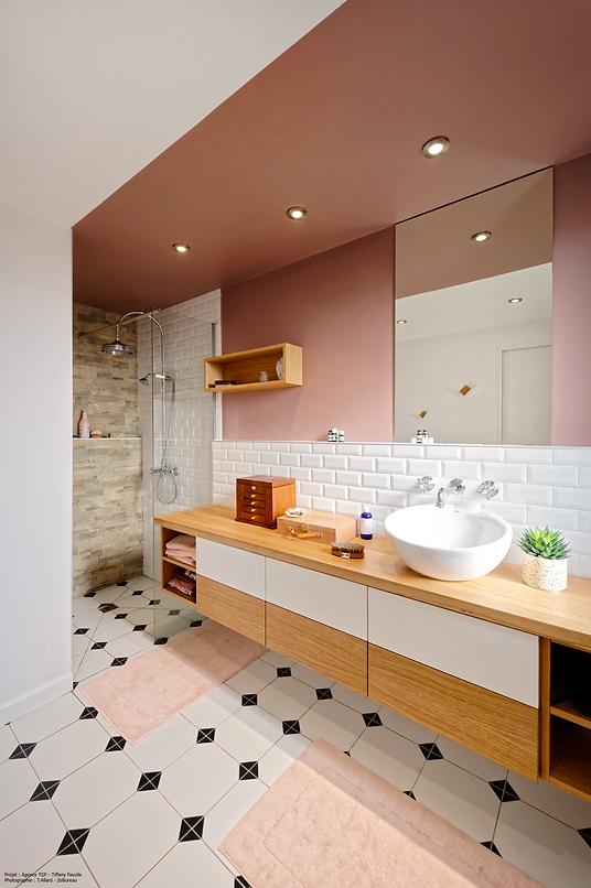 Salle d'eau rose typée vintage revisitée