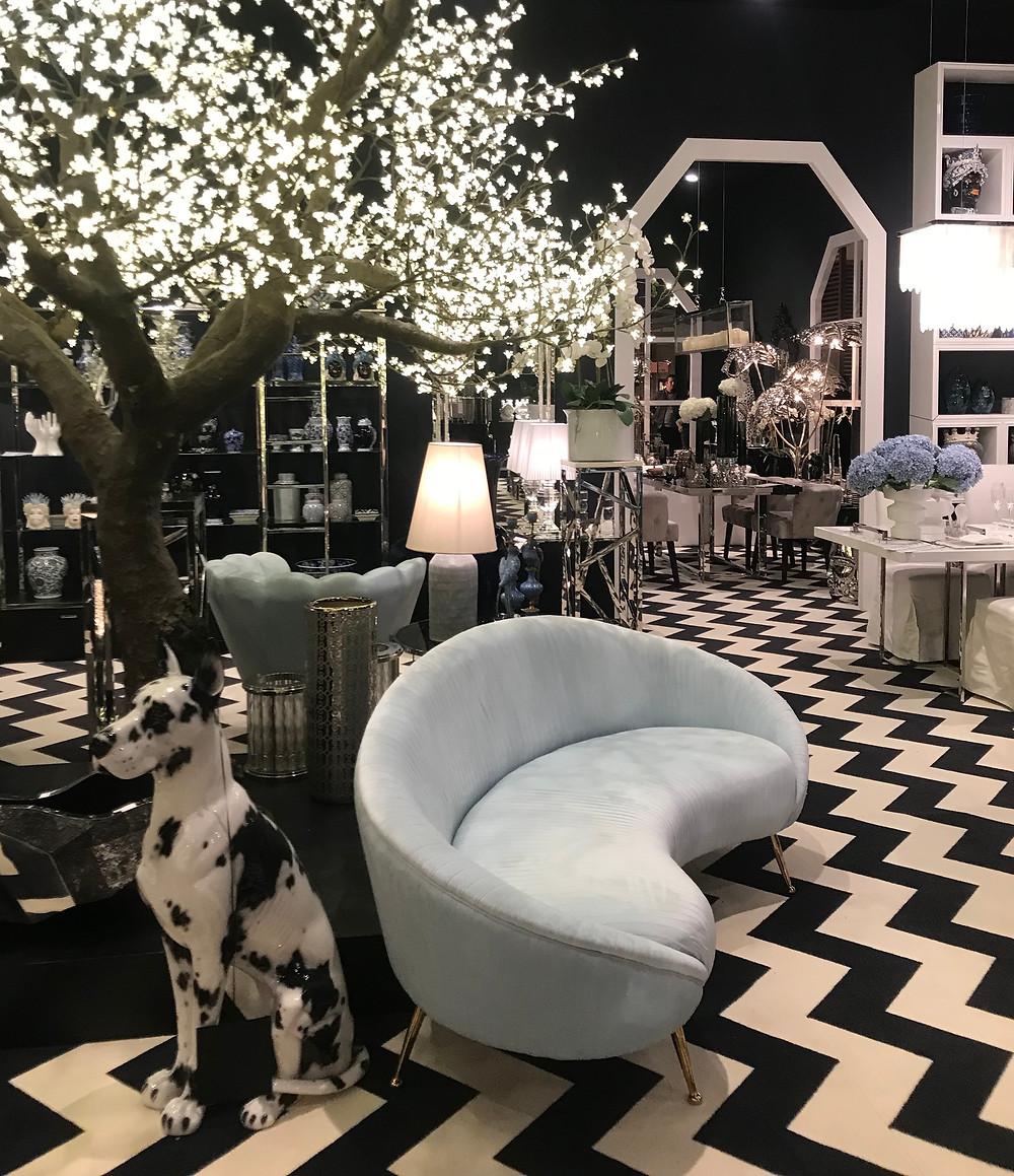 Ambiance sombre et élégante de type projet de luxe à Paris. Marque Abhika, Italie.