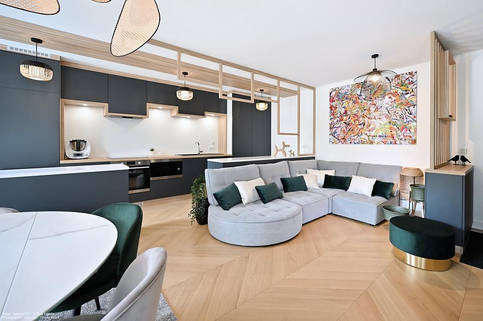 Aménagement de cuisine noire bois et blanche par Tiffany Fayolle Architecte d'intérieur à Lyon