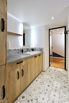 salle de bains en stratifié Egger avec g