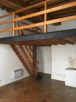 Escalier en bois supprimé pour déplacer