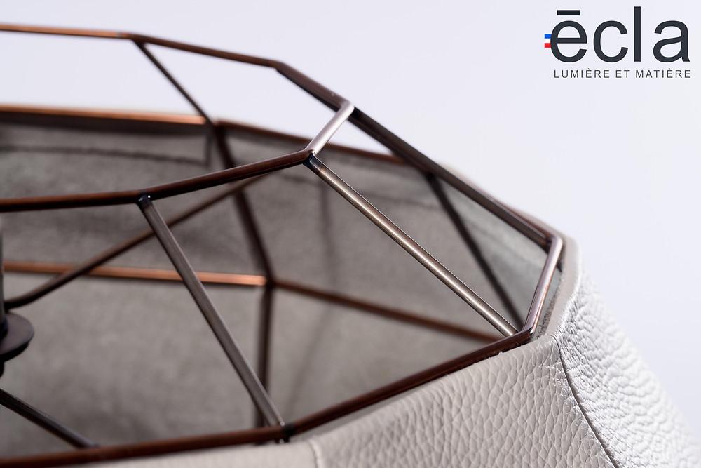 Luminaires haut de gamme en cuir et en alliages, la matière noble et le luxe français fabriqué en France