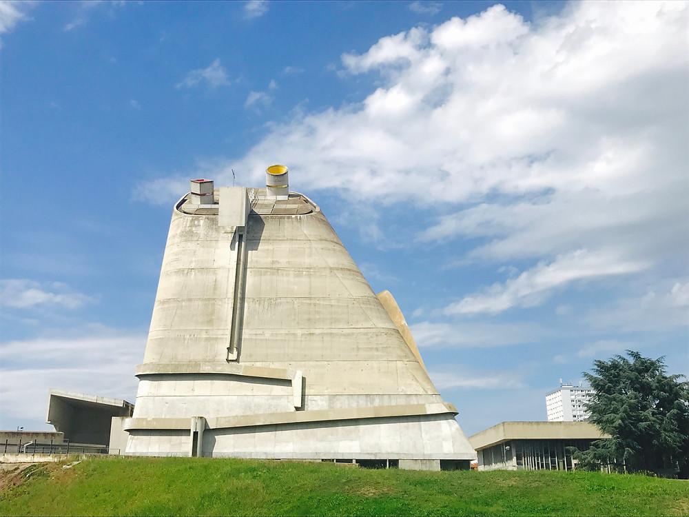 Eglise signée par Le Corbusier terminée en 2006 à Firminy sous mandat de Dino Ciniery Photographie Tiffany Fayolle architecte d'intérieur et décorateur à Lyon