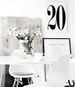 inspiration interieur monochrome noir et blanc  fleurs tableau