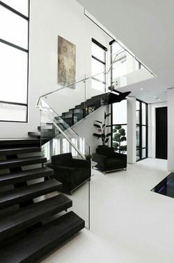 Escalier inspiration interieur monochrome noir et blanc