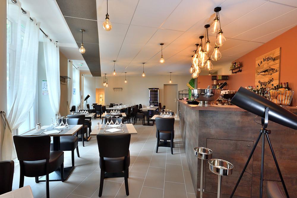 salle d'un restaurant entièrement rénové et aménagé par l'agence Tiffany Fayolle TGF à Lyon.