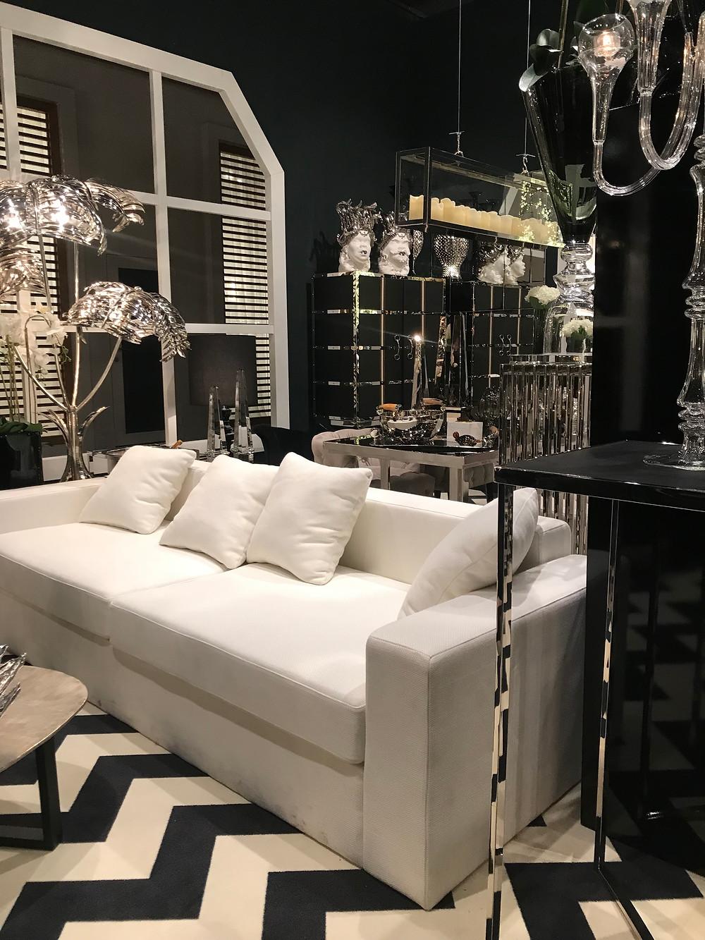 Ambiance luxe et élégance à Paris pour cette présentation de mobilier haut de gamme
