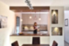 photo de l architecte d interieur tiffany fayolle dans la cuisine amenagee realisee pour des clients a irigny pres de lyon, les clients ont fait appel a tiffany fayolle pour realiser une cuisine fonctionnelle esthetique et ergonomique, du fait, ils ont voulu contacter un architecte d interieur a lyon ayant egalement des competances en decoration d interieur. Carreaux ciments, Motifs geometriques et lignes droites. Le mobilier a été concu par JEB agencement menuiserie à Vienne