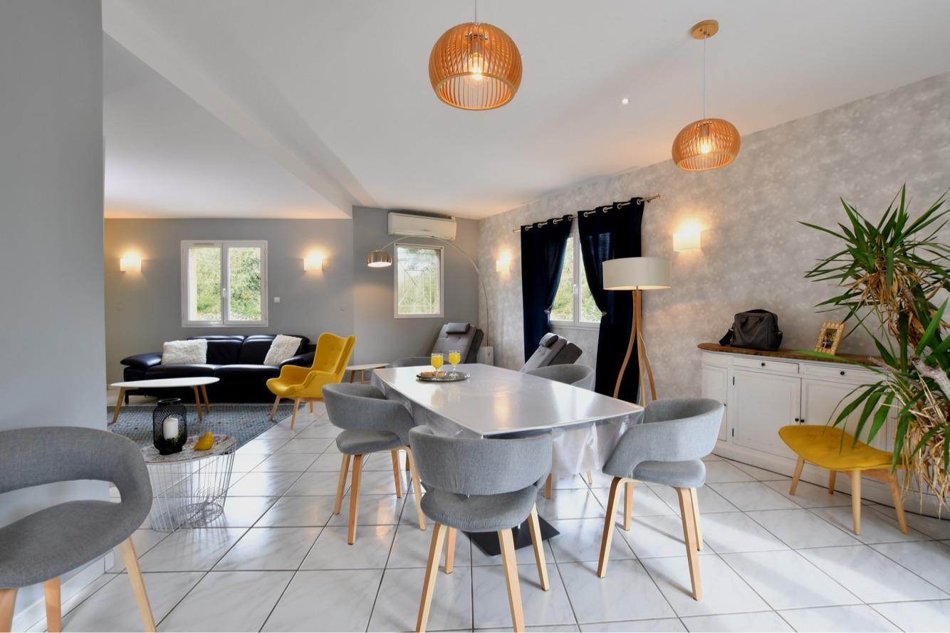 projet_de_tiffany_fayolle_architecte_d'interieur_et_decorateur_a_lyon._Un_salon_lumineux_et_agréable