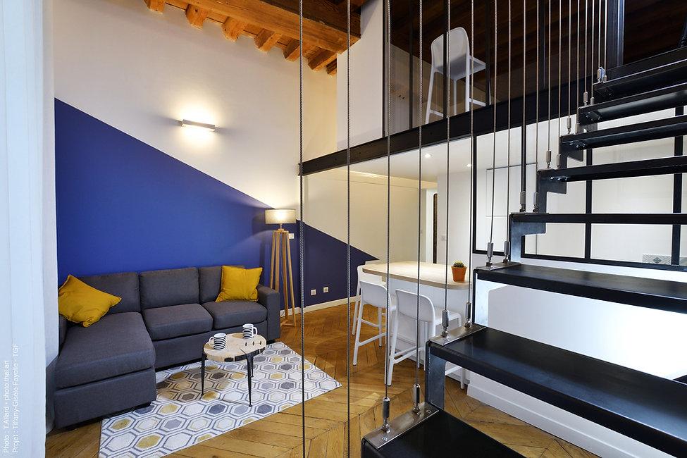 escalier en métal suspendu avec meuble T