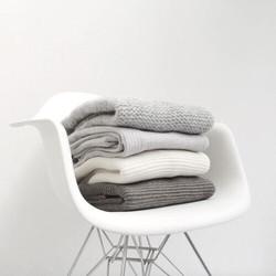 fauteuils eames inspiration interieur monochrome noir et blanc laine tissus tricot