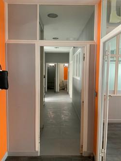 Photo avant après - rénovation de bureaux en coworking à lyon par l'architecte d'intérieur