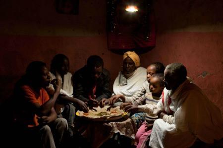 Cette lampe vient compenser l'absence d'électricité dans les maisons. Helen Zeru