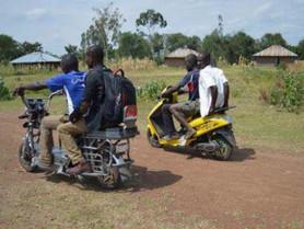 Le Kenya a son scooter à énergie solaire. (#016)