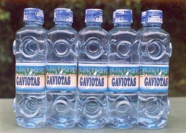 Pour faciliter le transport, les bouteilles peuvent s'emboiter. Remplies de sable, elles sont réutilisées pour construire des maisons ou pour faire des jeux pour enfants   Les arbres retirés de cette forêt sont utilisés pour produire de la chaleur via des machines à vapeur - Photo Las Gaviotas Grâce à cette nouvelle forêt, les pluies ont augmenté de 10%, fournissant 13,75 m3 d'eau supplémentaire/jour (statistiques météo).  Photo Las Gaviotas