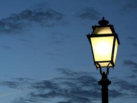 Angleterre : un lampadaire public alimenté par des crottes de chiens. (#020)