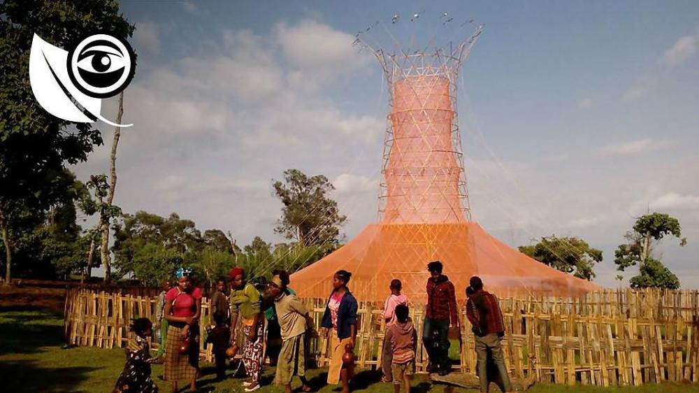Le premier modèle de la tour Warka a vu le jour en 2015 en Ethiopie. Photo : Warka Water.