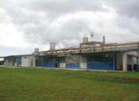L'hôpital fut alors converti en usine d'emballage de l'eau produisant une tonne d'eau par jour – Photo Las Gaviotas