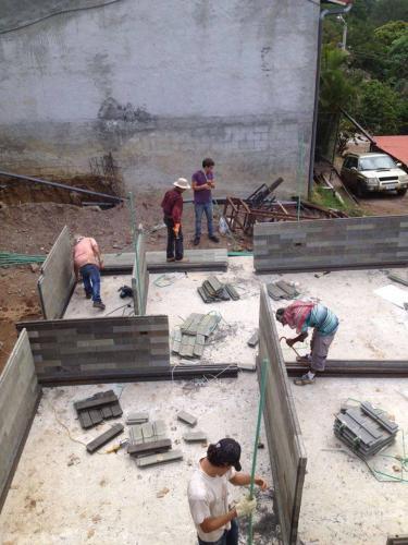 Construction d'une maison au Costa Rica. Photo publiée sur la page Facebook de Conceptos Plasticos.