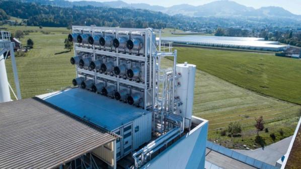 Basé sur la technologie de capture directe de l'air, l'usine de Climework capture le CO2 grâce à ses filtres ( Crédit : Climeworks)