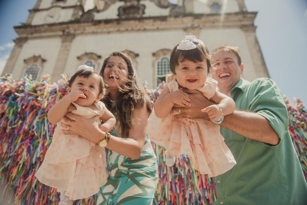 Dia do Batismo! Céu azul, domingo de sol. A igreja o Bomfim colorida e ensolarada!