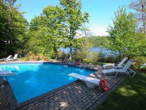 Beautiful property for rent in Saint-Sauveur