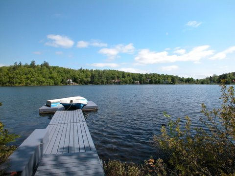 Rare waterfront property for rent in Saint-Sauveur