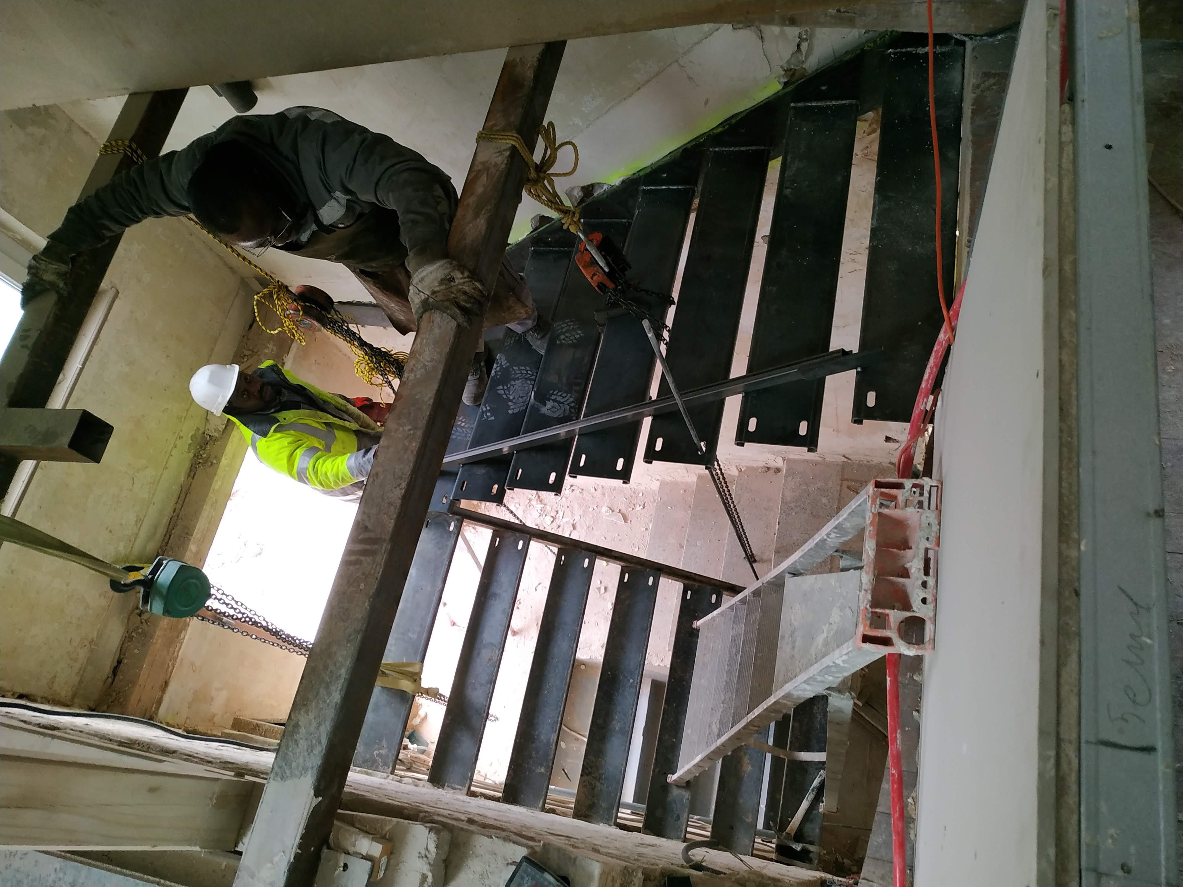 Arrivée de la structure de l'escalier