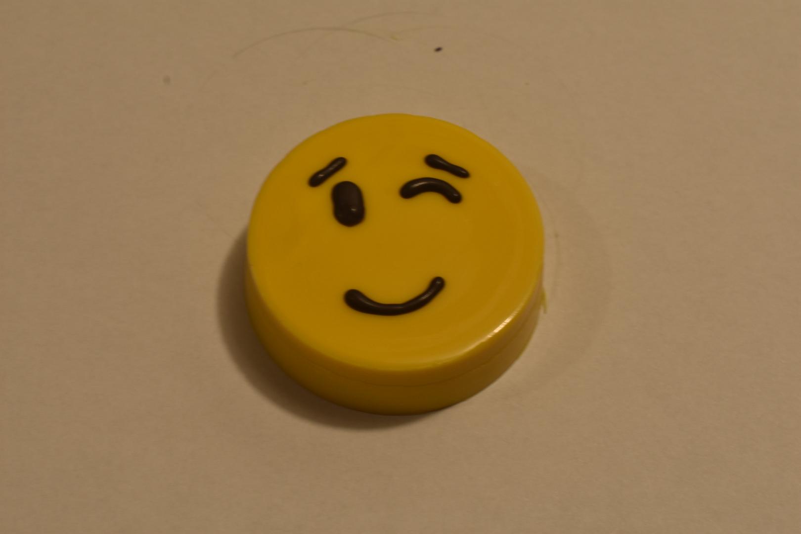 Winking Emoji Oreo