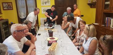 Vinprovning hos Claudio Alario i La Morra.