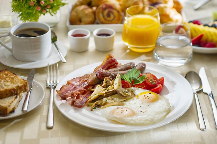 Классический американский завтрак