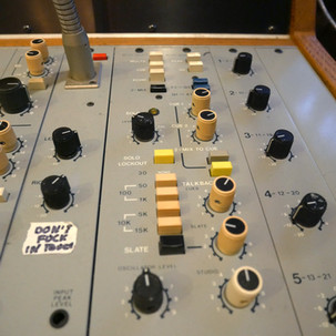 Console 3 Oscilators.jpg