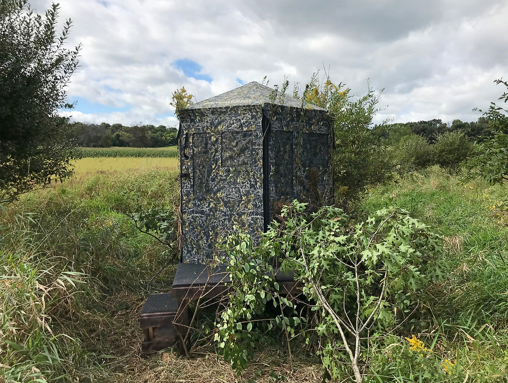 Down and Out ground blind on wood platform base