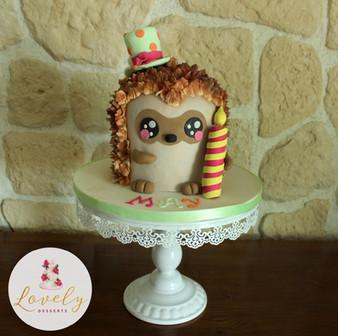 Gâteau décoré hérisson en 3D pour anniversaire d'enfant