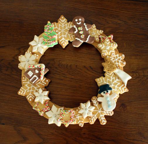 Couronne de Noël en biscuit décoré