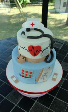 Gâteau pâte à sucre thème infirmière & médecin hopital
