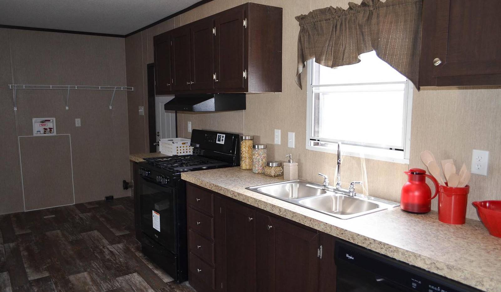 8-E12RM2872A kitchen 3a-1600x1067.jpg