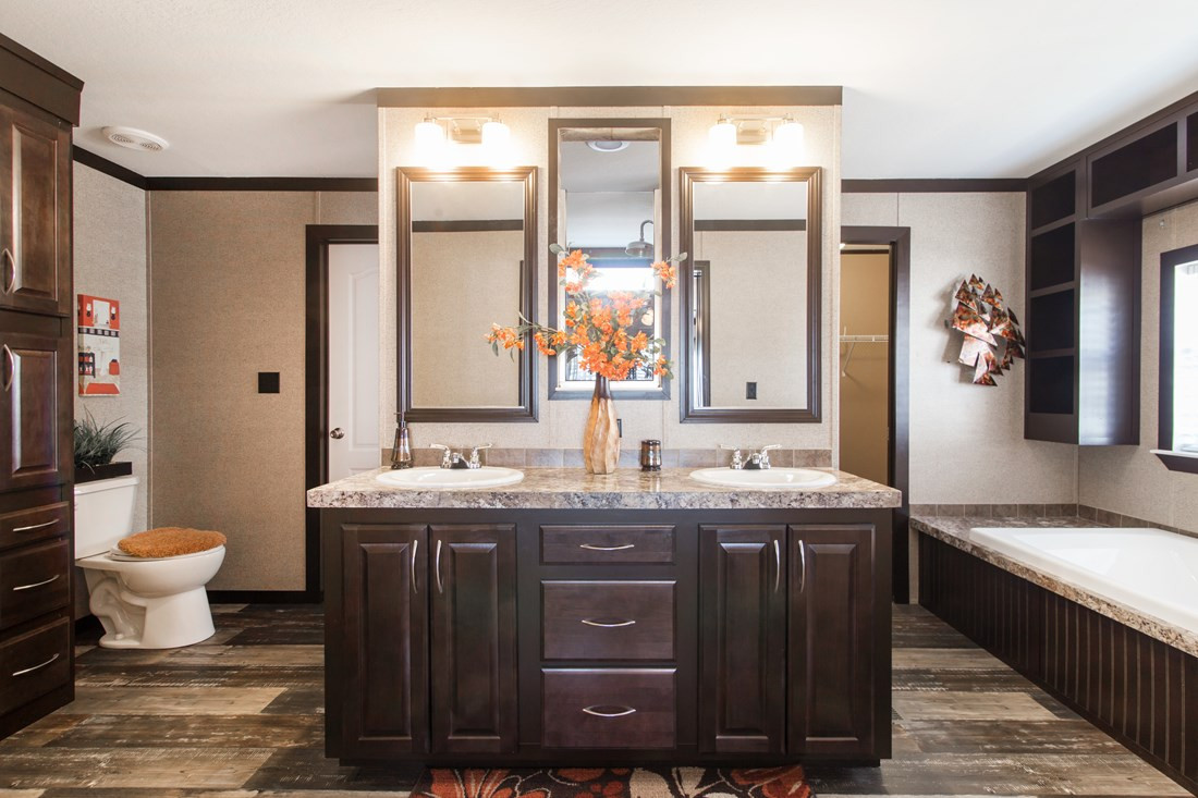 Red River 2 Master Bathroom 20171002 110