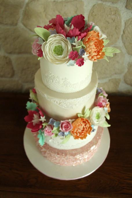 Wedding cake chic & romantique avec fleurs