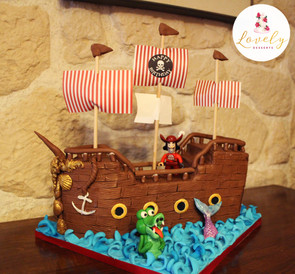 Gâteau décoré anniversaire enfant thème bateau pirate en 3D