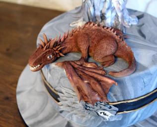 Gâteau pâte à sucre game of thrones avec dragon + throne