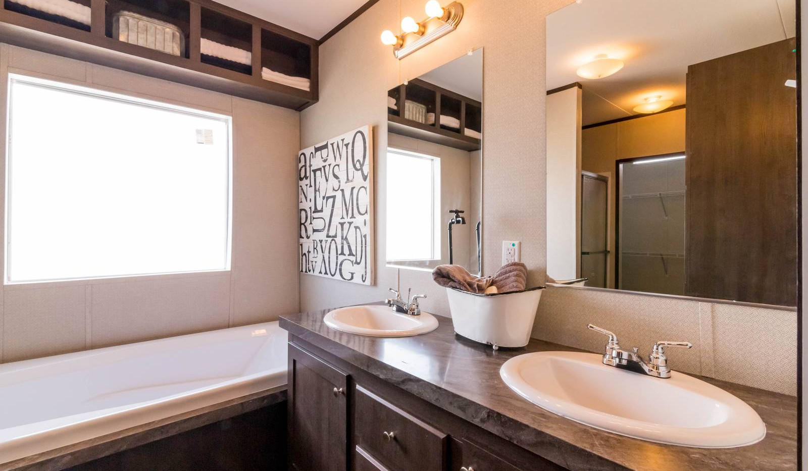 14-1676H bathroom 1-1600x1067.jpg