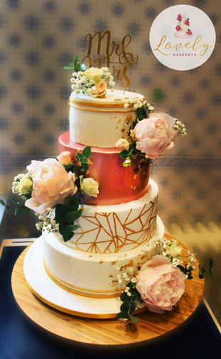 Wedding cake géométrique et floral