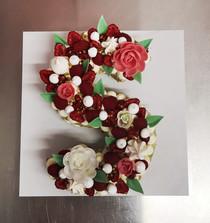 Letter Cake fruits rouges
