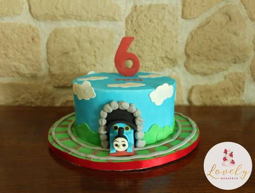Gâteau décoré anniversaire enfant thème thomas le petit train