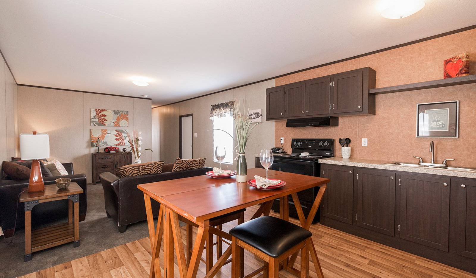 1-redman-1466a-dining-area-kitchen-livin