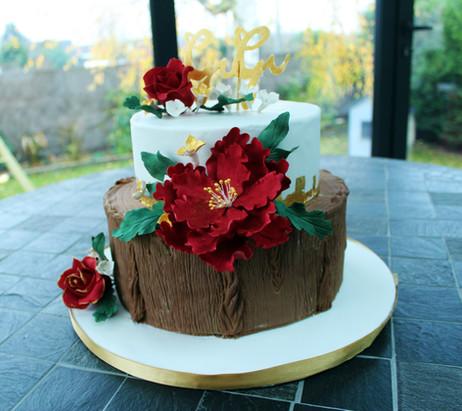 Gâteau pâte à sucre rustique chic hiver rouge et or dans l'oise