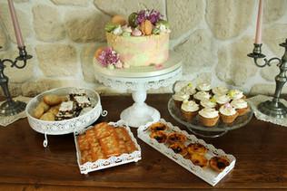Buffet de desserts: gâteau, cupcakes, biscuits, pasteis de nata...